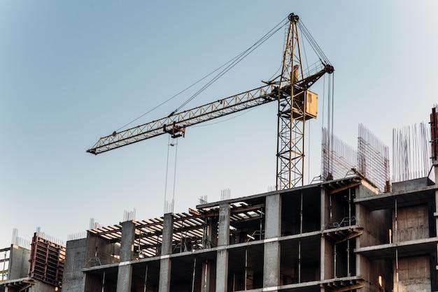 Foto de construção com filtro cinza