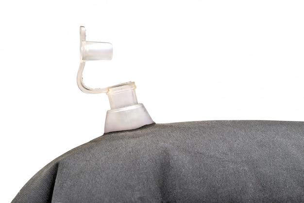 Foto de detalhe de uma válvula de ar aberta