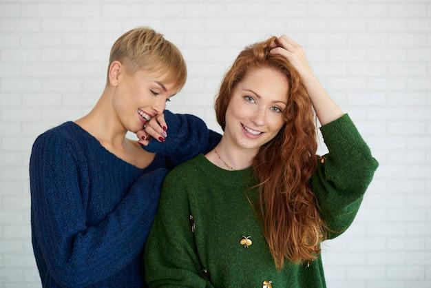 Foto de duas lindas garotas