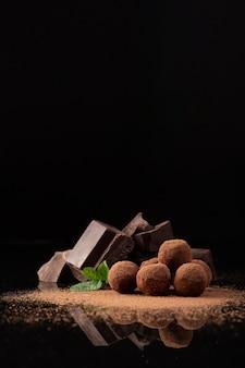 Foto de estúdio de chocolate delicioso Foto Premium