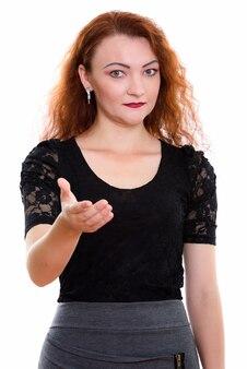 Foto de estúdio de uma empresária dando um aperto de mão isolada contra um fundo branco