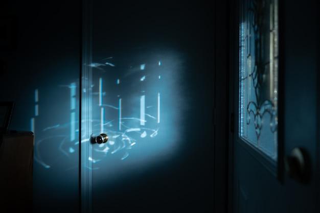 Foto de foco seletivo do luar sobre a maçaneta da porta