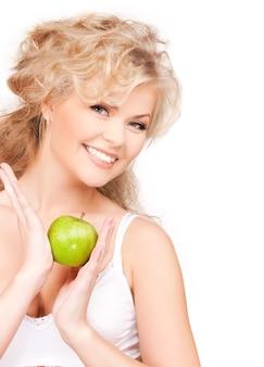 Foto de jovem mulher bonita com maçã verde