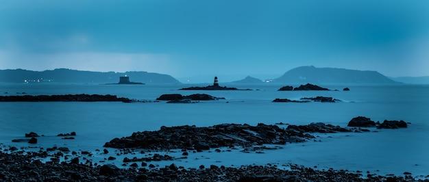 Foto de longa exposição das ilhas de herm e jethou