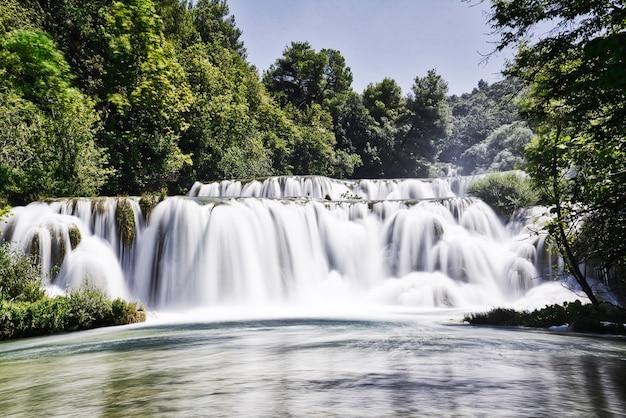 Foto de longa exposição nas cachoeiras de krka