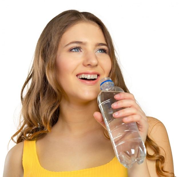 Foto de mulher bonita com garrafa de água