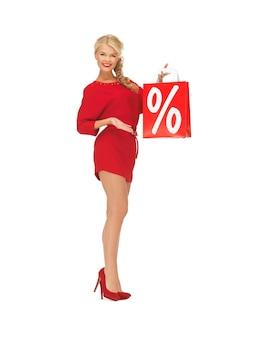 Foto de mulher bonita em um vestido vermelho com sacola de compras