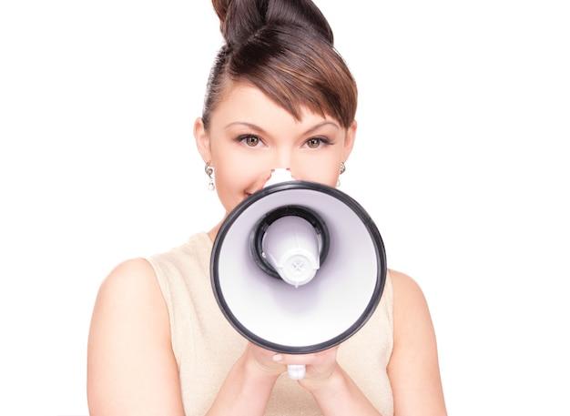 Foto de mulher com megafone sobre branco