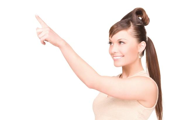 Foto de mulher jovem e atraente apontando o dedo