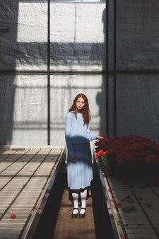 Foto de mulher no laranjal