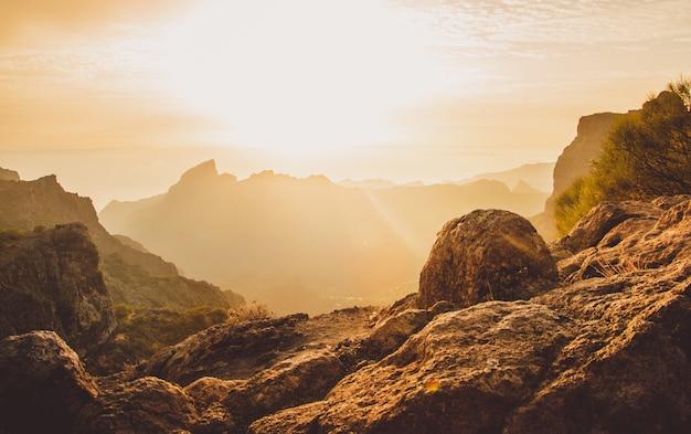Foto de paisagem tirada na serpentine road tf-436 em masca, espanha