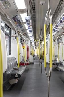 Foto de pandemia do espaço vazio do metrô do metrô. foto de alta qualidade