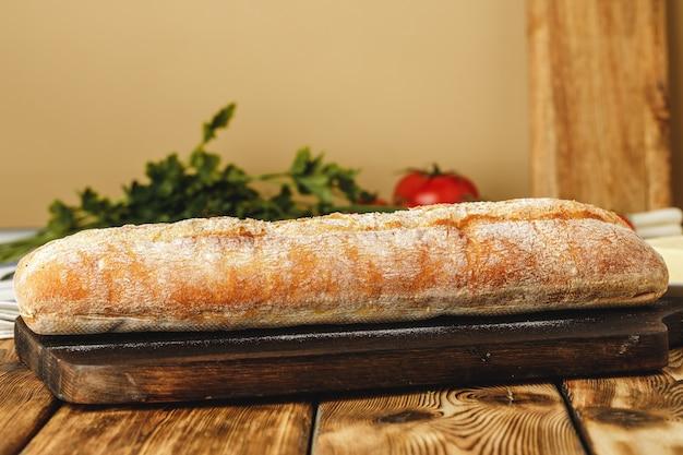 Foto de perto de pão de chiabatta fresco