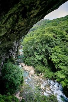 Foto de tirar o fôlego das cachoeiras saut du loup capturadas na frança