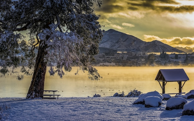Foto de tirar o fôlego do lago wanaka na vila de wanaka, nova zelândia