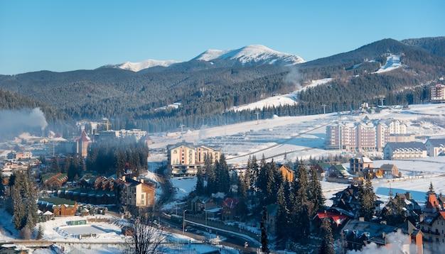 Foto de uma estação de esqui em bukovel