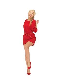 Foto de uma linda mulher dançando com vestido vermelho