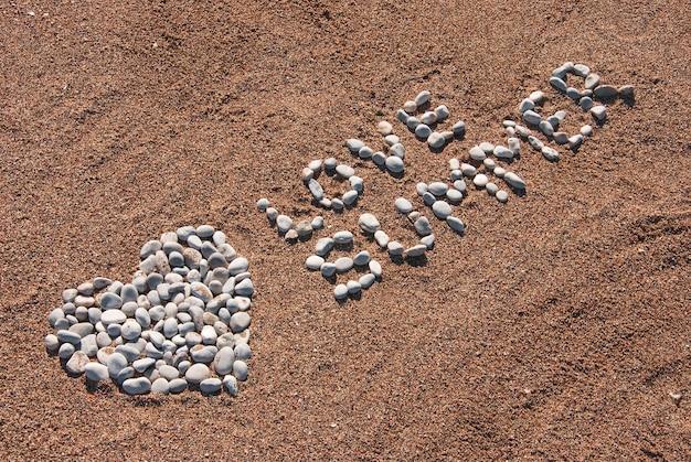 Foto de verão com coração e palavras amor verão