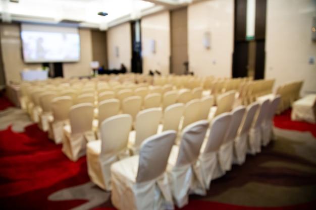 Foto desfocada abstrata da sala de conferências. seminário sala de conferências no hotel