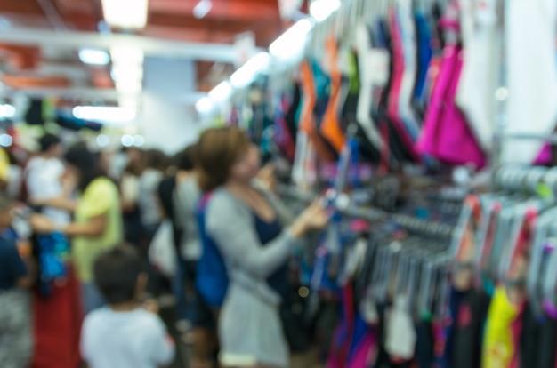 Foto desfocada abstrata de loja blur com cliente escolher produto bokeh de fundo