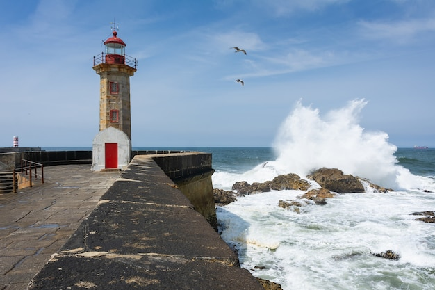 Foto deslumbrante da paisagem do farol de felgueiras localizado no porto, portugal