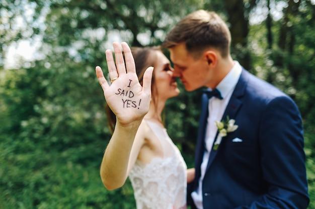 Foto do casamento engraçado.