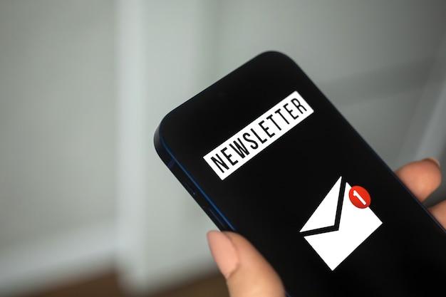 Foto do conceito de email marketing e newsletter, comunicação e informação ao cliente