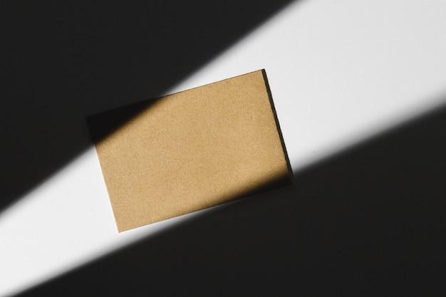 Foto escura do modelo de identidade de negócios