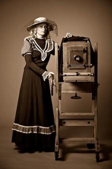 Foto estilo retro vintage de uma jovem mulher