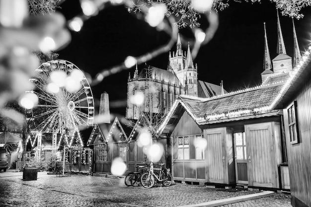Foto festiva abstrata com luzes desfocadas em erfurt, alemanha