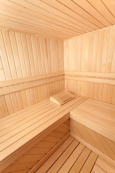 Foto grande angular de sauna de madeira