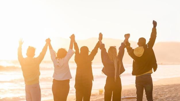 Foto hd de pessoas de fundo de liberdade, felicidade e esperança