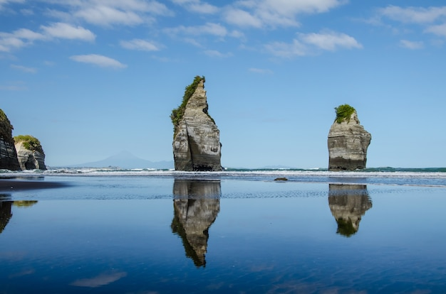 Foto hipnotizante da bela formação rochosa das três irmãs na nova zelândia