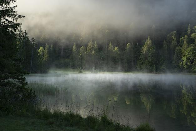 Foto incrível do lago ferchensee na baviera, alemanha