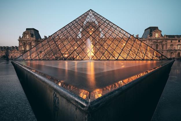 Foto incrível do louvre em paris, frança
