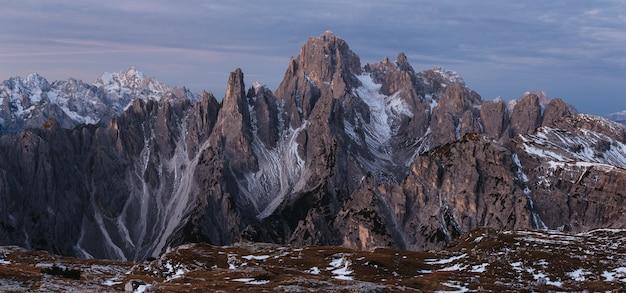 Foto panorâmica da montanha cadini di misurina nos alpes italianos