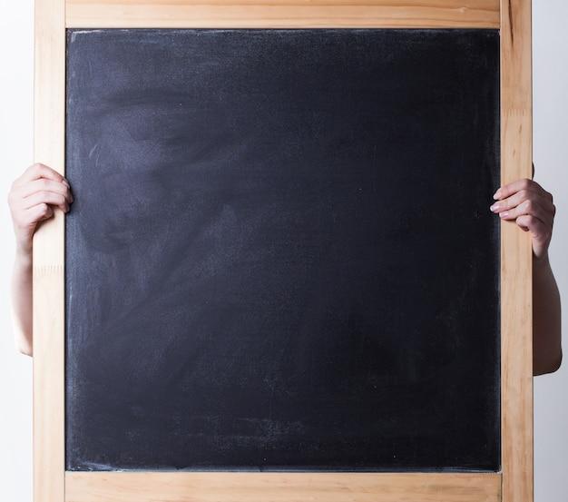 Foto premium do conselho escolar vazio