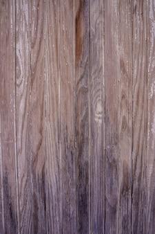 Foto vertical da textura de uma madeira velha e desgastada. imagem retro
