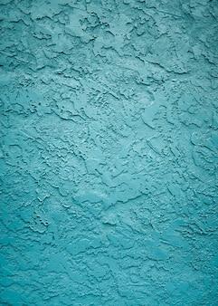 Foto vertical das texturas e padrões de uma parede com bela pintura azul