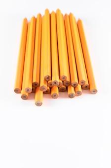 Foto vertical de lápis em branco