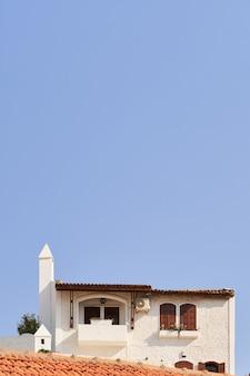 Foto vertical mínima de casa turca na velha cidade tradicional. marmaris