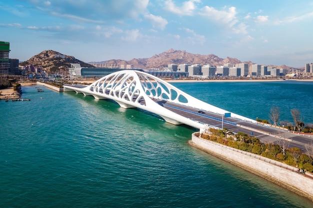 Fotografia aérea da bela costa de qingdao, china Foto Premium