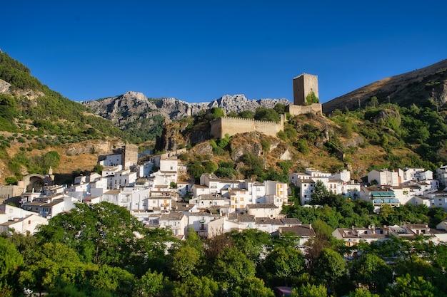 Fotografia aérea da cidade medieval de cehegin em murcia na espanha