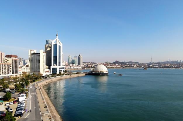 Fotografia aérea da costa da cidade de shandong qingdao