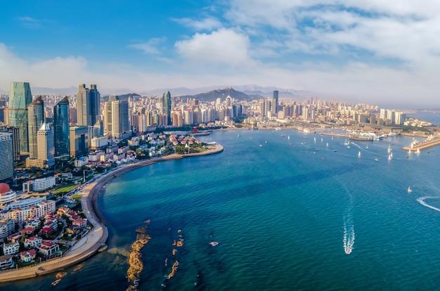 Fotografia aérea da paisagem costeira da cidade de qingdao