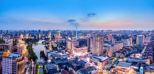 Fotografia aérea da paisagem da cidade de nantong, jiangsu, à noite