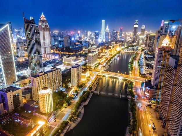 Fotografia aérea da paisagem da cidade de tianjin à noite