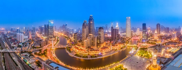 Fotografia aérea da paisagem noturna do horizonte da paisagem arquitetônica urbana de tianjin