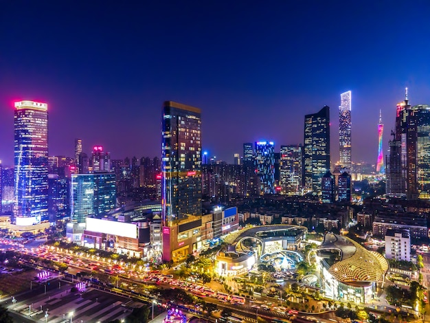 Fotografia aérea da visão noturna da arquitetura da cidade de guangzhou