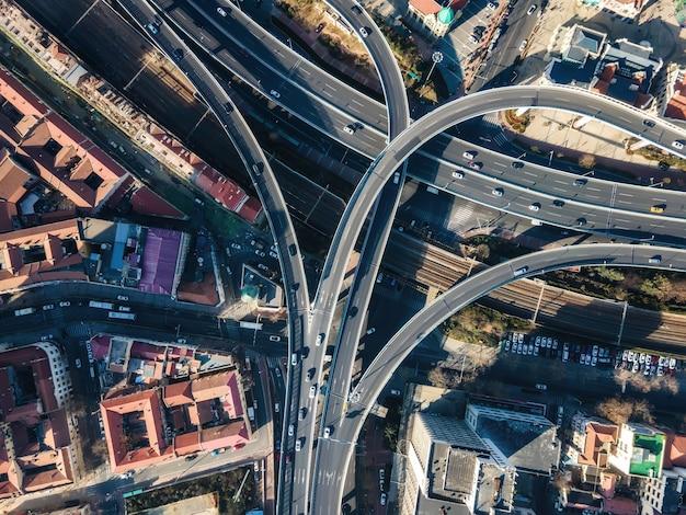 Fotografia aérea de viaduto de paisagem de construção urbana